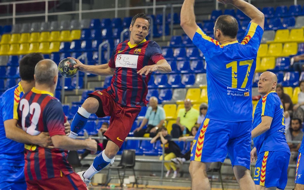 Victoria de la Asociación de Veteranos de Balonmano del FC Barcelona ante la selección catalana (30-26)