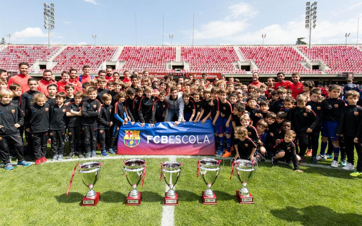 Sergi Roberto presents trophies for the 7th edition
