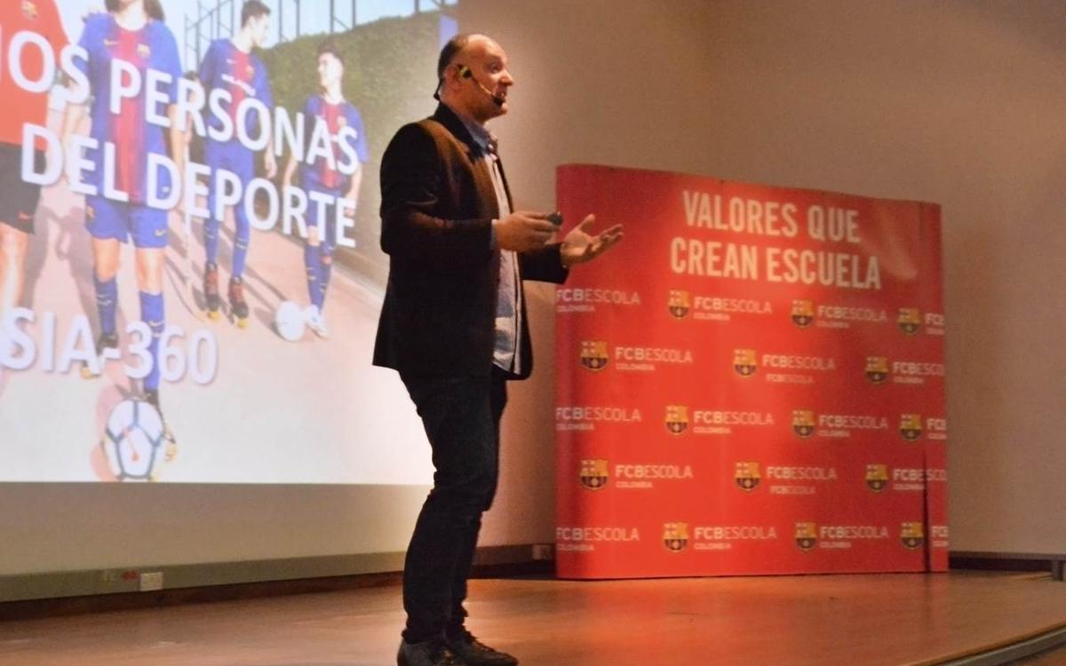 Carles Folguera visita las tres FCBEscolas de Colombia