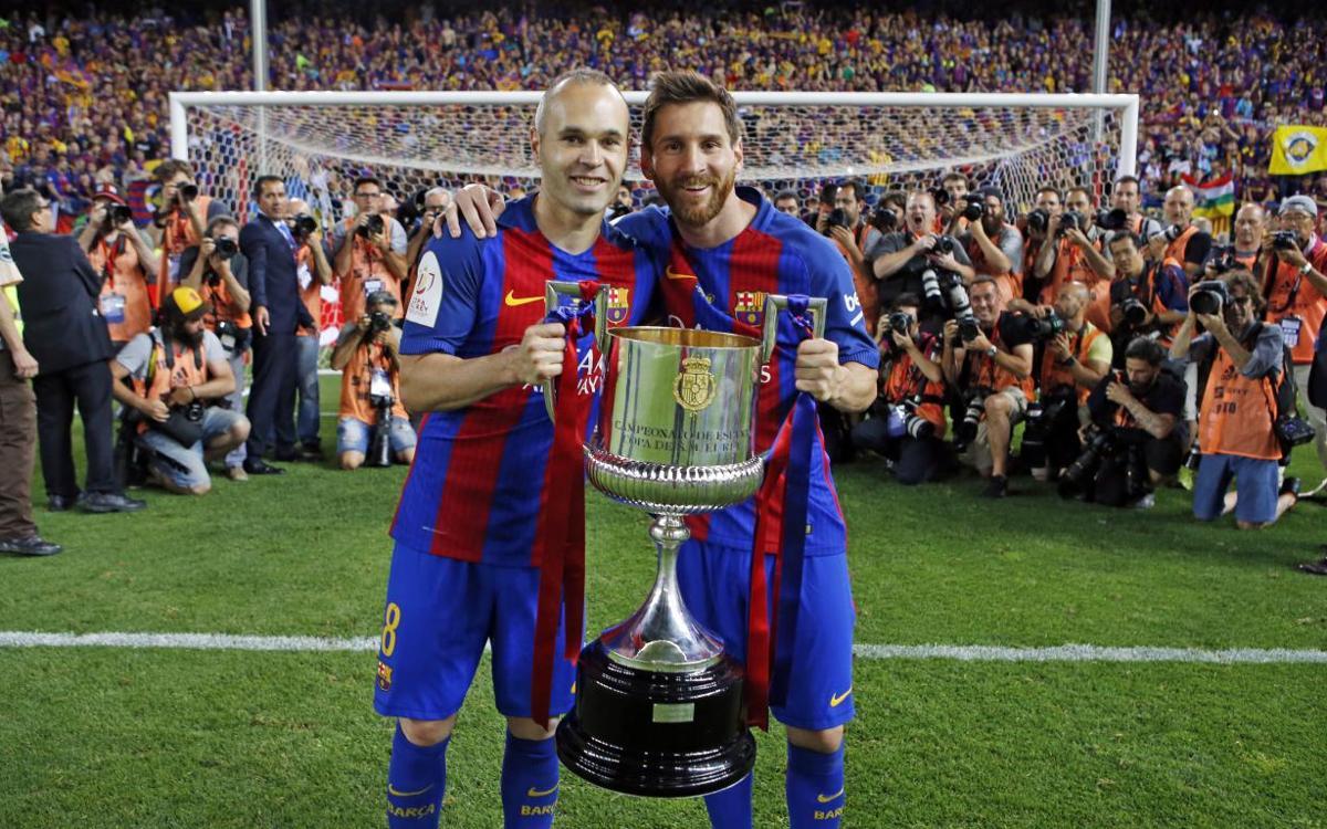 Messi i Iniesta aixequen la Copa del Rei, després de superar l'Alabès a la final (3-1) la temporada 2016/17