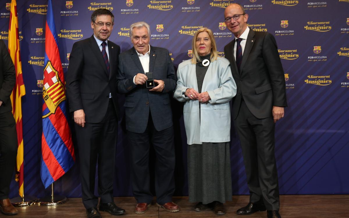 Insignias de oro por 50 años de fidelidad al Barça