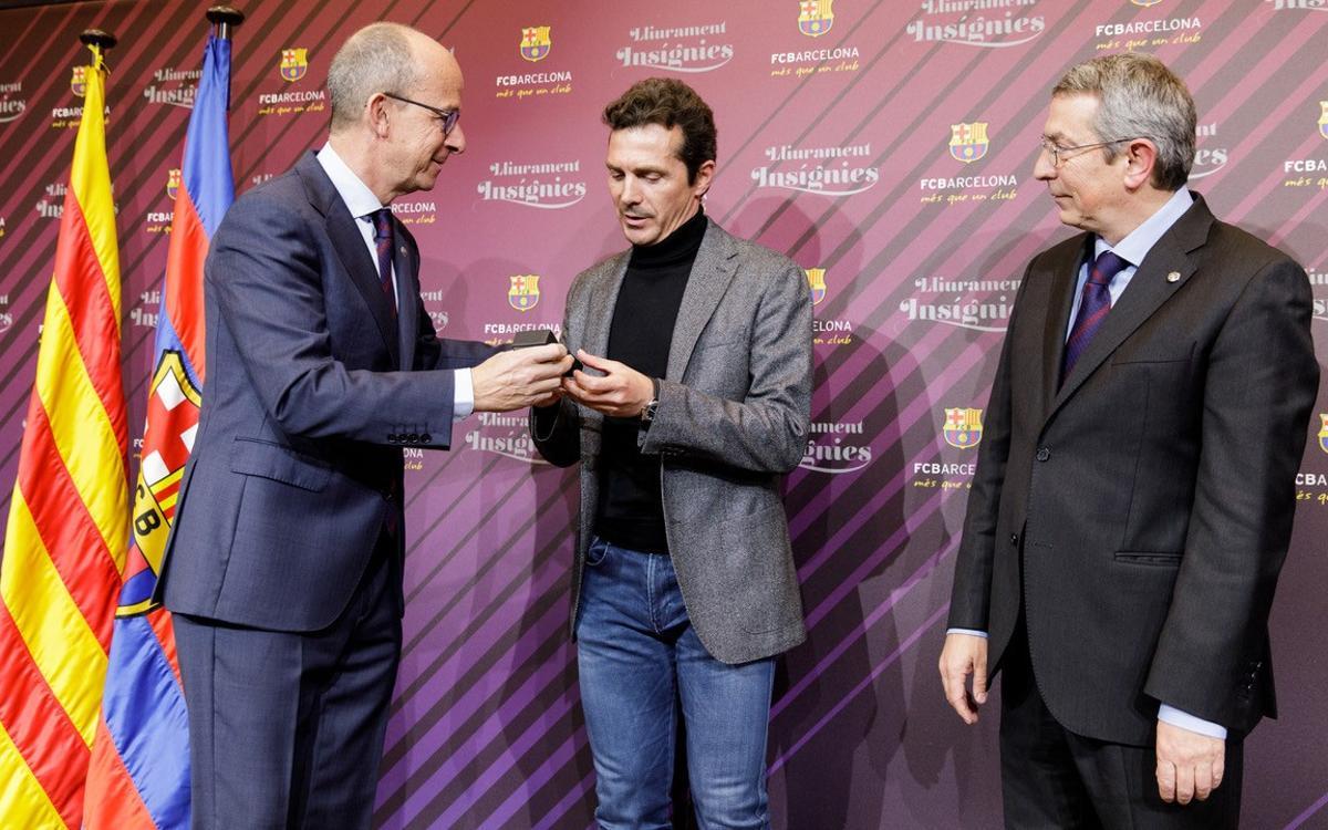 Guillermo Amor recibe la insignia de plata por sus 25 años de socio