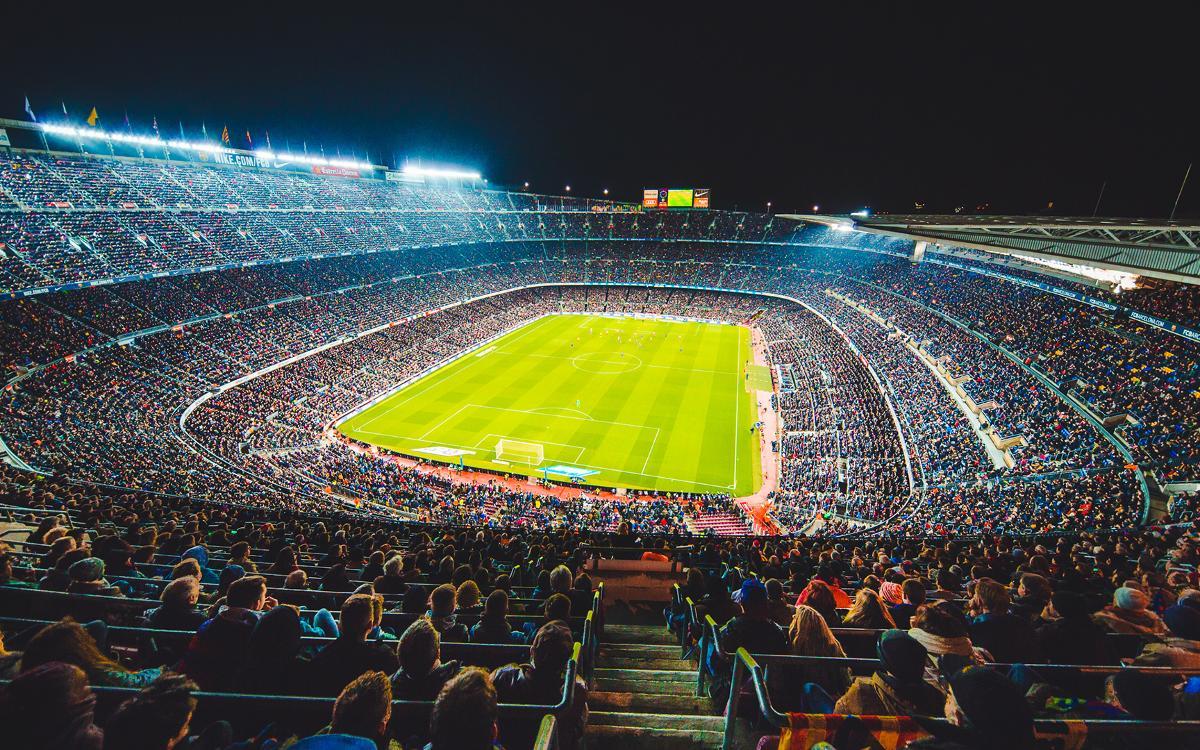 Bumper crowd creates wonderful derby atmosphere at Camp Nou
