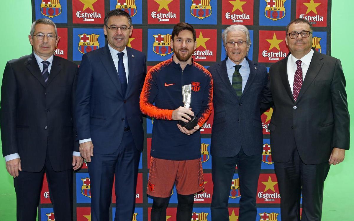 Lionel Messi rep el Premi Barça Jugadors