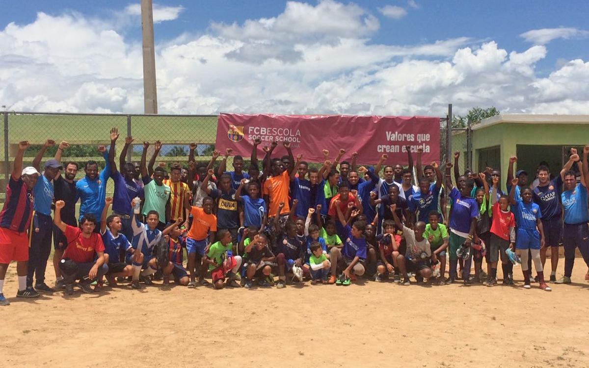 Jornada solidària i d'integració de l'FCBEscola República Dominicana a Duvergé