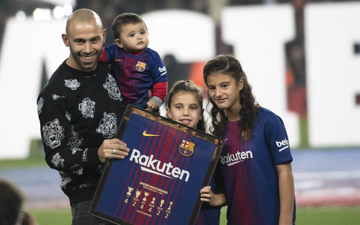 Camp Nou says goodbye to Javier Mascherano