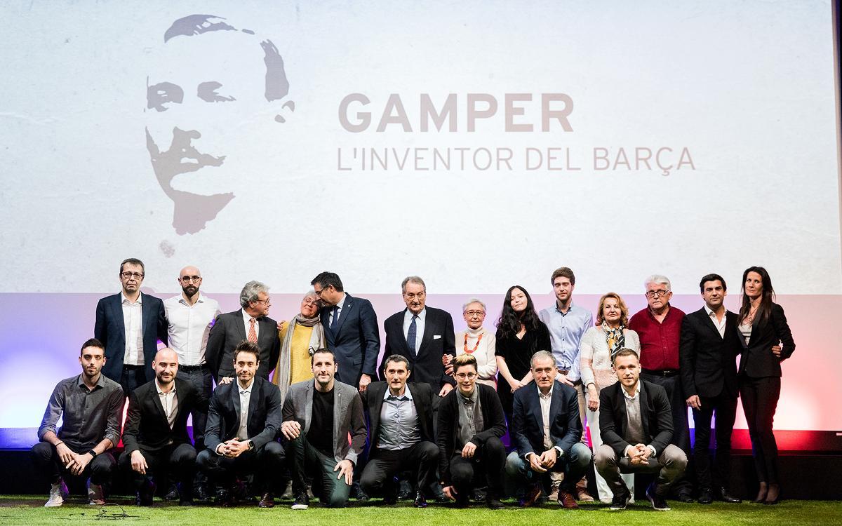 'Première' multitudinaria del documental 'Gamper, el inventor del Barça'