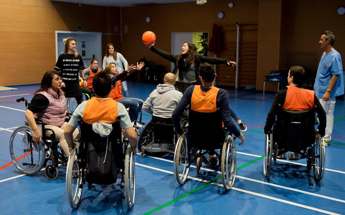 El Barça Femenino se llena de valores en el Instituto Guttmann