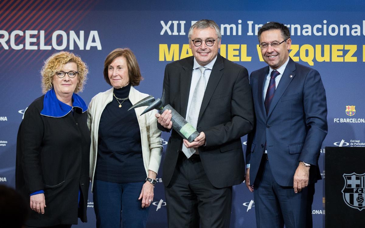 Michael Robinson recibe el premio Vázquez Montalbán de periodismo deportivo