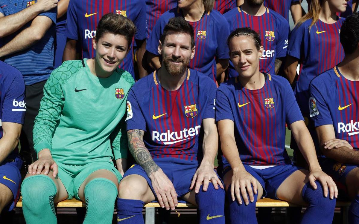 How did the official picture of the first team and Barça Women take place?