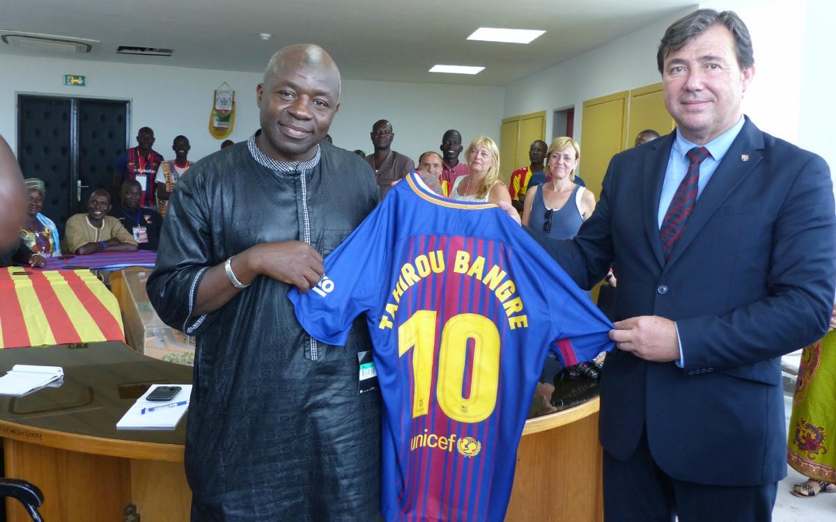La Federación de Peñas del Barcelonés Este lleva el Barça a Burkina Faso