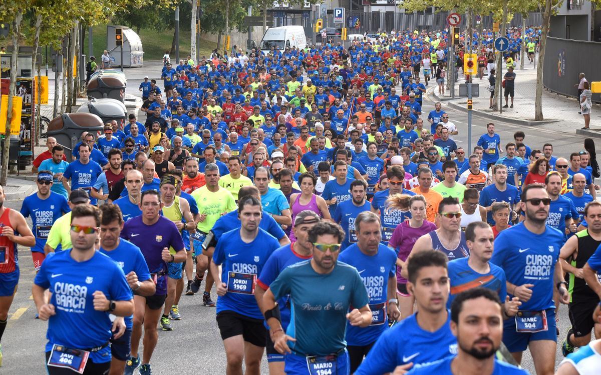 La Cursa Barça llena las calles de Les Corts de deporte y barcelonismo