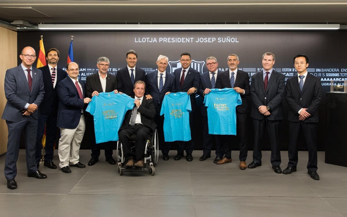 Apoyo al Día Mundial de la Accesibilidad desde el palco del Camp Nou