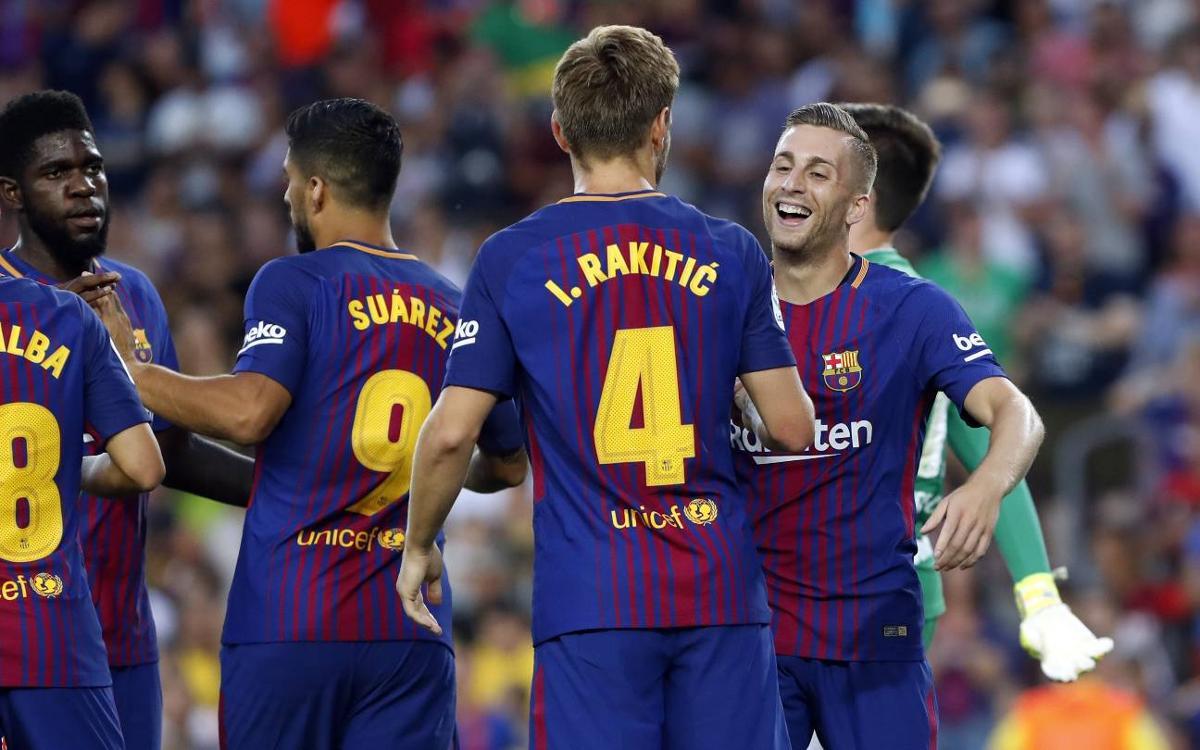 FCバルセロナ—シャペコエンセ:特別な顕彰の場で前向きなデビュー(5−0)