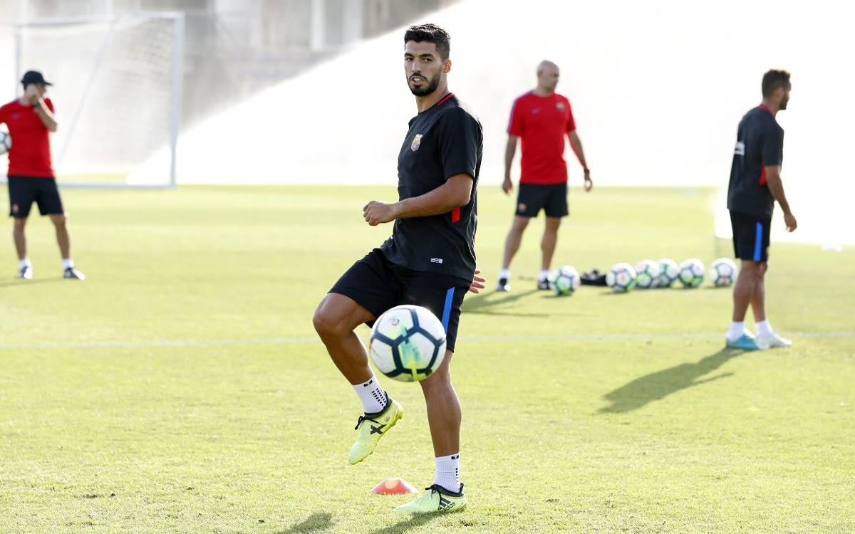 Luis Suárez to continue recovery with national team