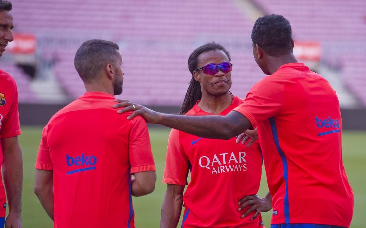 Los Barça Legends vuelven a pisar el césped del Camp Nou