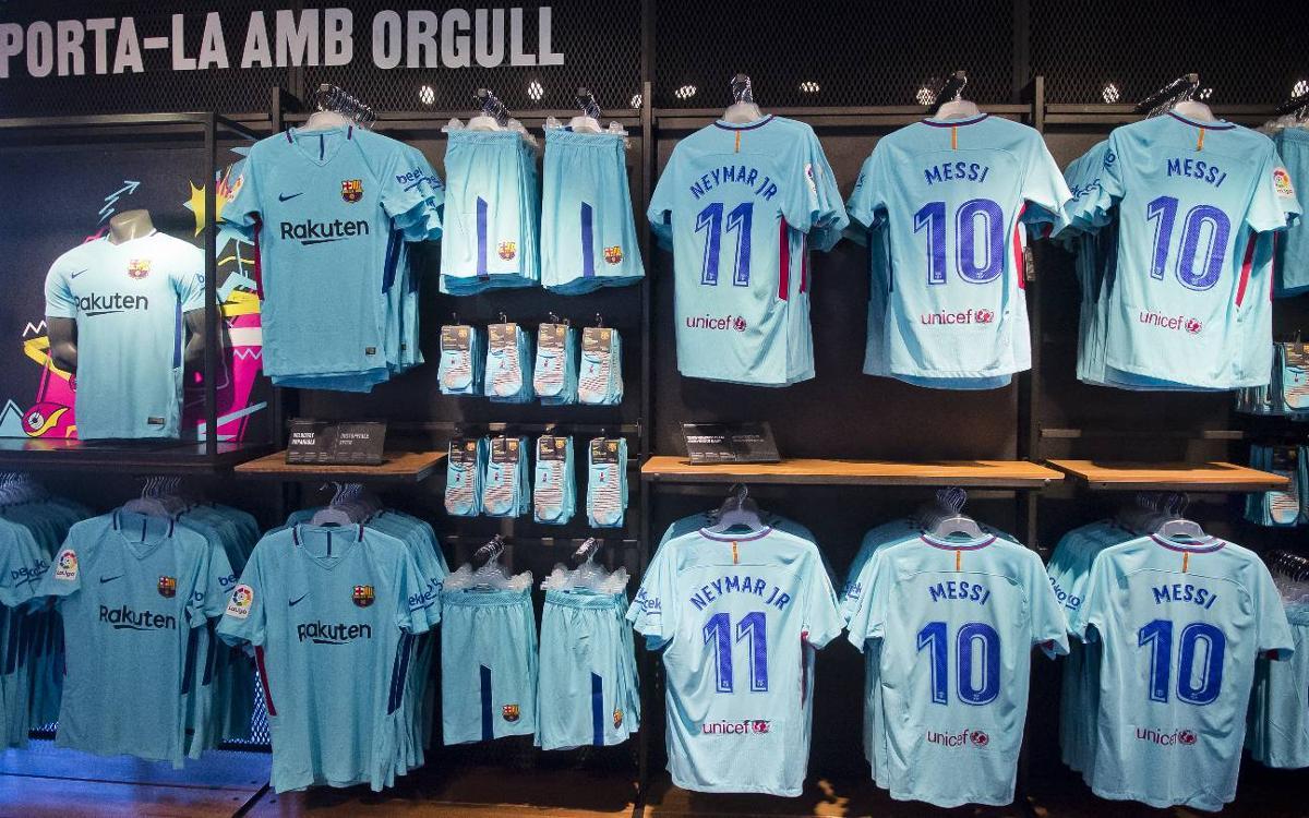 La segunda equipación del FC Barcelona, a la venta