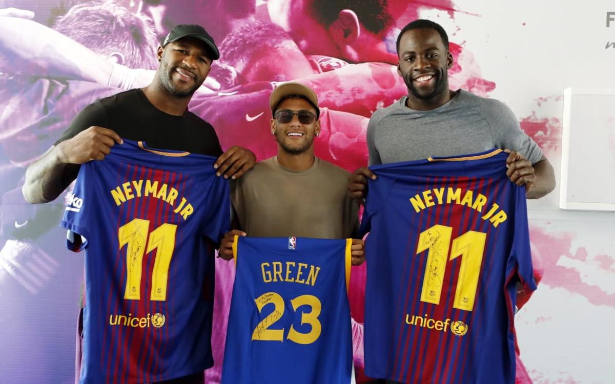 The NBA's Draymond Green and the NFL's Andre Branch visit FC Barcelona training