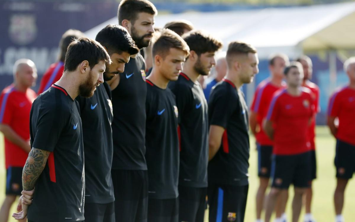 FC Barcelona's first team hold a minute's silence in memory of the victims of the Barcelona attack
