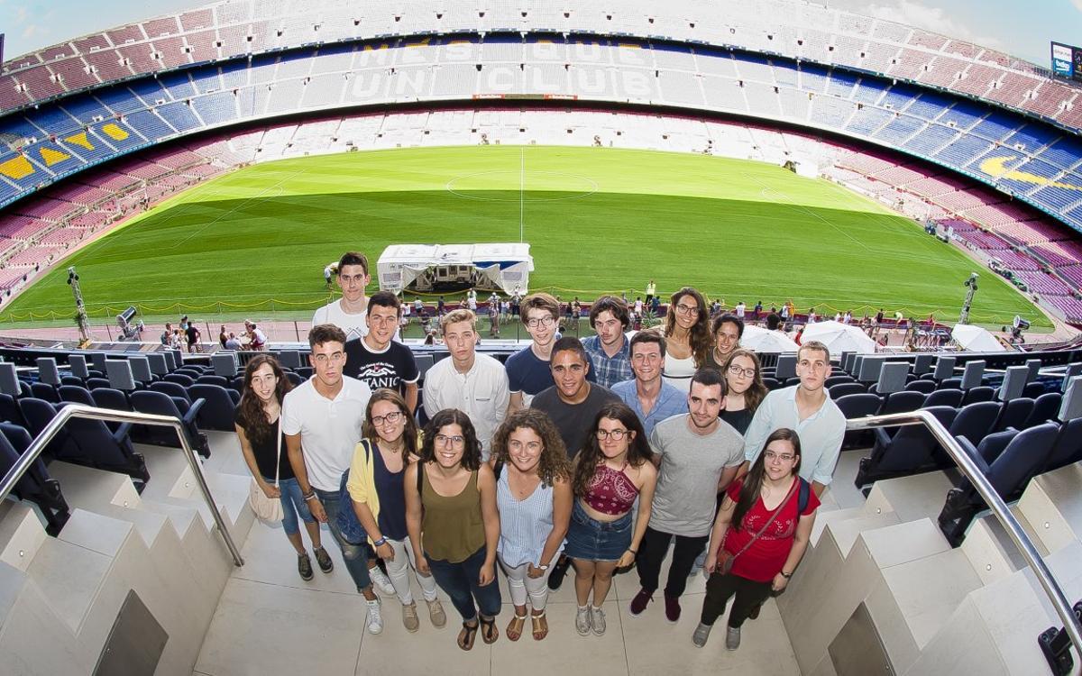 Los mejores estudiantes de la selectividad visitan el FC Barcelona