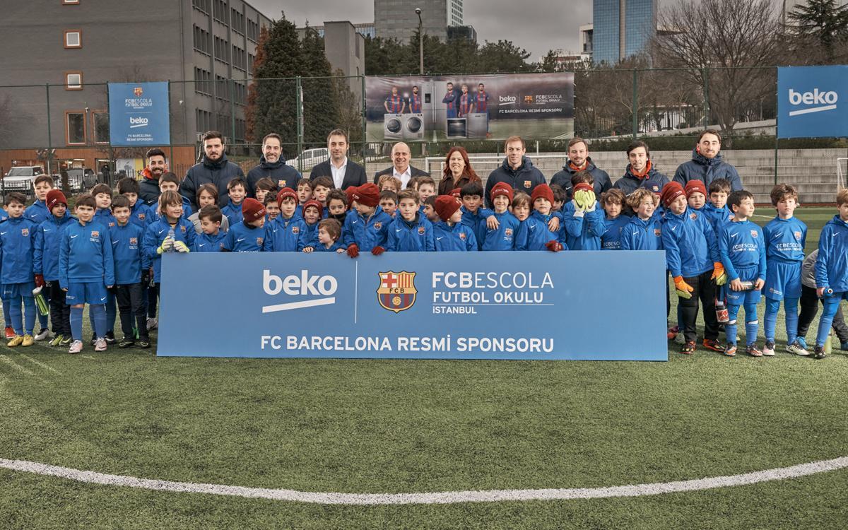 La FCBEscola Estambul firma un acuerdo de patrocinio con Beko