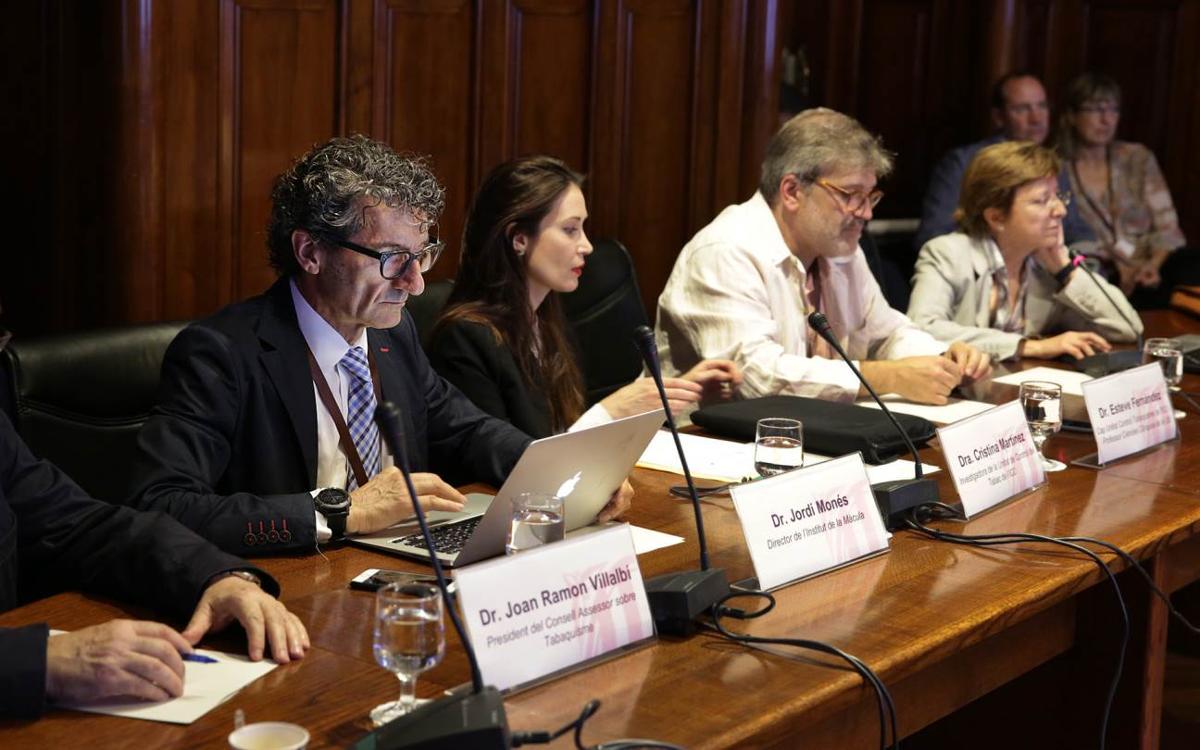 El Dr. Jordi Monés explica al Parlament la iniciativa del FC Barcelona en la lluita contra el tabac