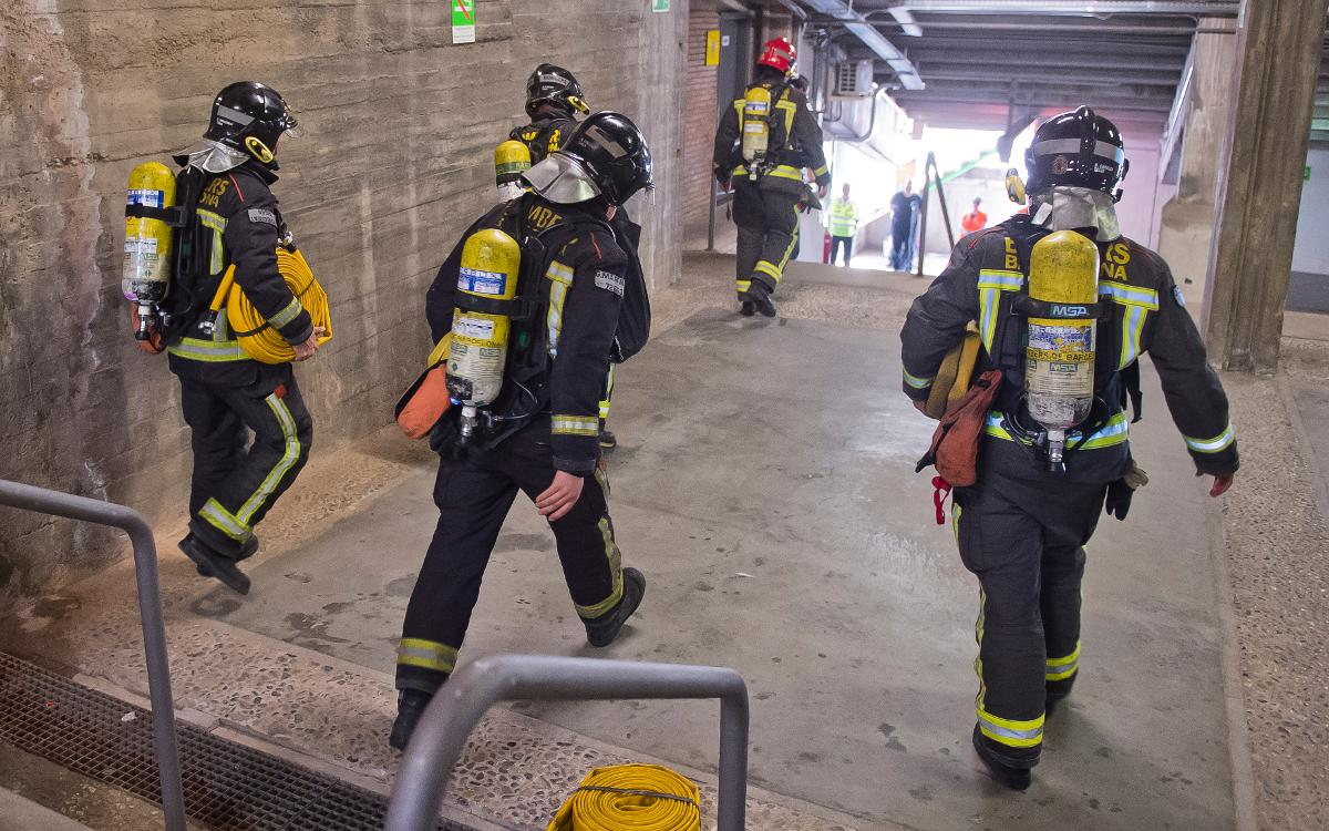 Protección Civil y el FC Barcelona realizan un simulacro de incendio en las instalaciones del Camp Nou en un día de partido