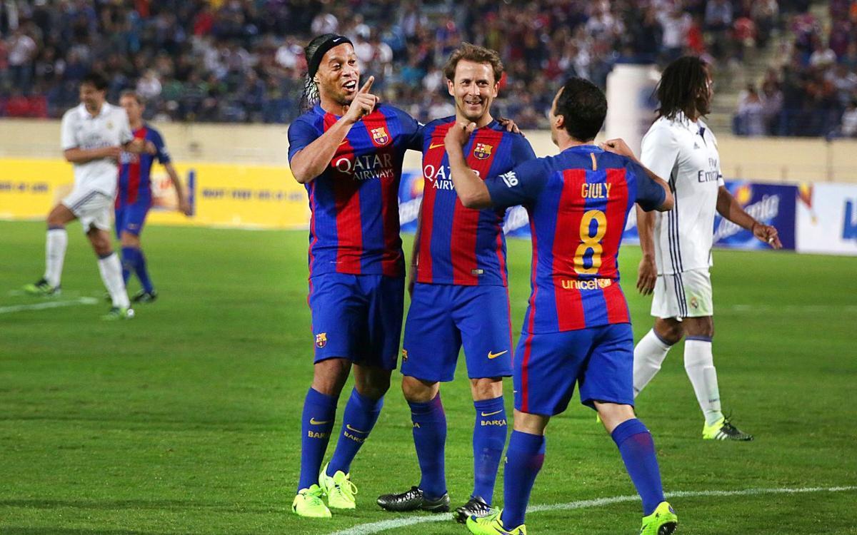 Barça Legends - Real Madrid Leyendas: Ronaldinho vuelve con su magia en el Clásico de los Legends (3-2)