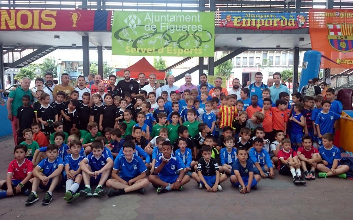 150 benjamines y prebenjamines de clubes de Figueres participan en el Fútbol en la Calle de la Setmana Barça Jugadors