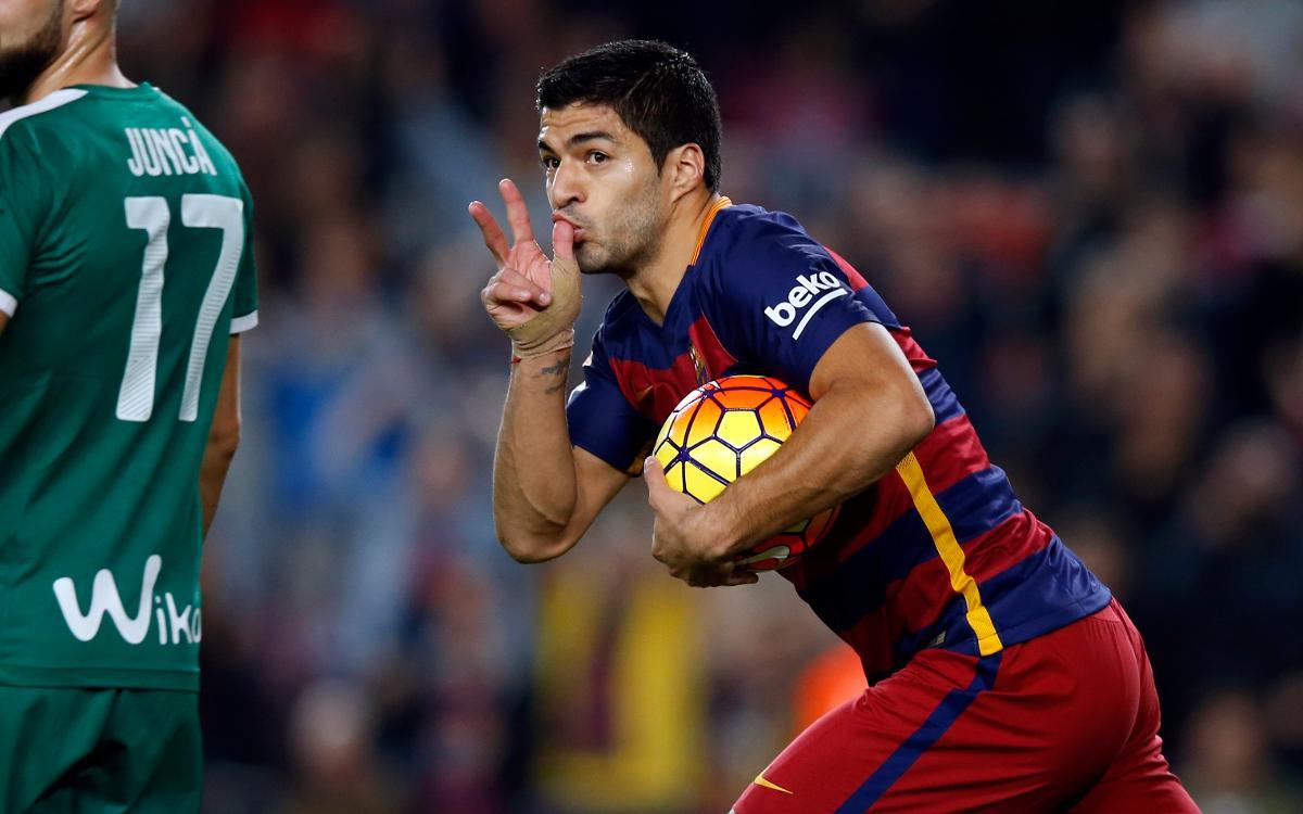 El hat-trick de Luis Suárez contra l'Eibar al Camp Nou
