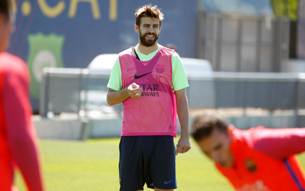 Gerard Piqué returns for Friday training session