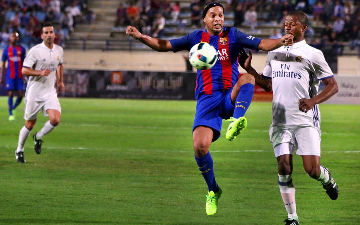 La exhibición de Ronaldinho en el Clásico de los Legends
