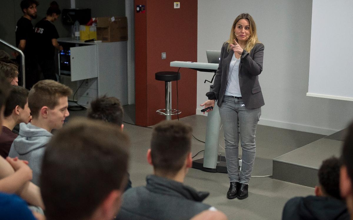 Apassionant xerrada de Mònica Planas a la Masia sobre l'ús de la televisió