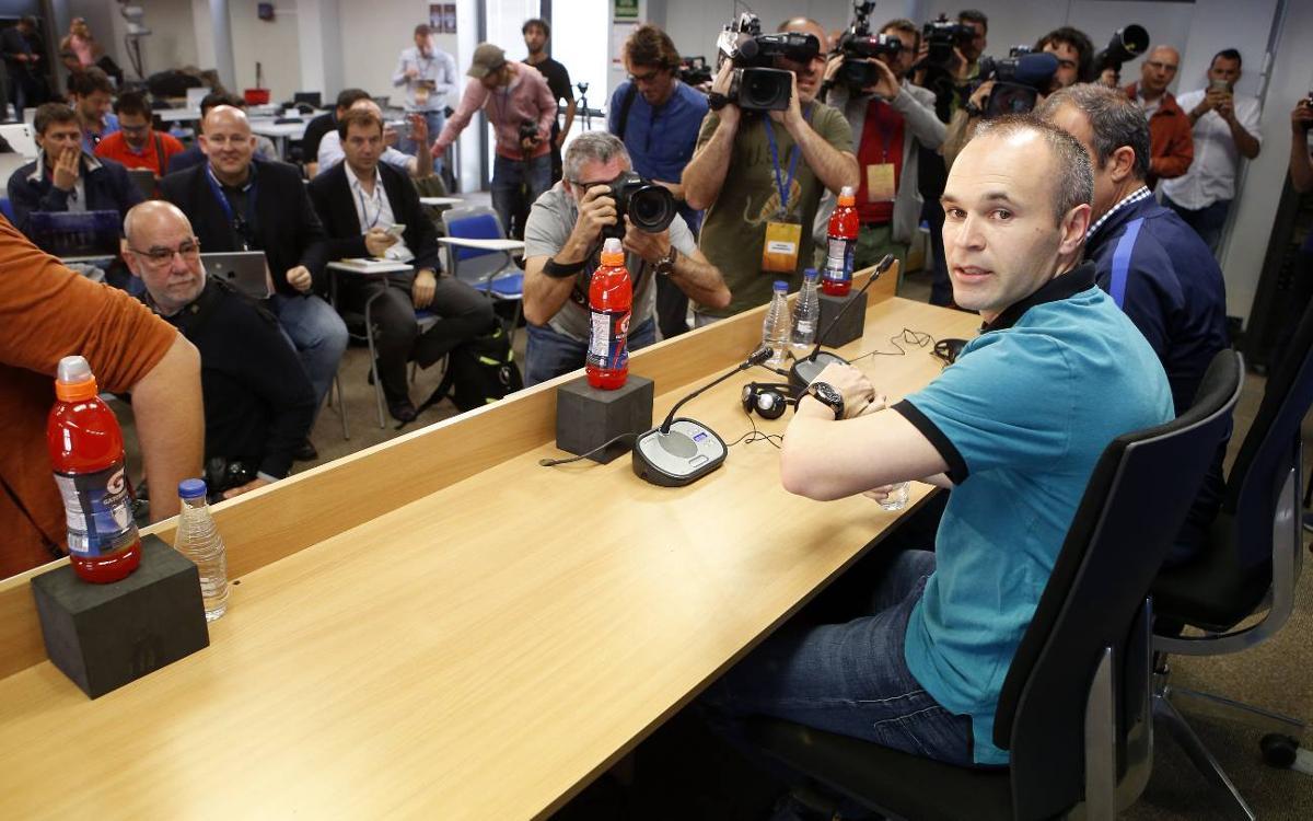 """Andrés Iniesta: """"Tenim potencial, arguments i jugadors per capgirar l'eliminatòria"""""""