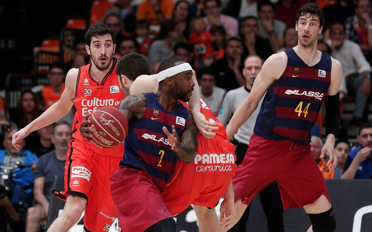 Valencia Basket v FC Barcelona Lassa: Leaders secure win in final quarter (76-59)