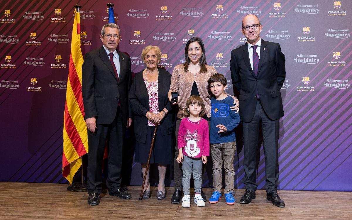 Insignias de plata para un centenar de socios barcelonistas
