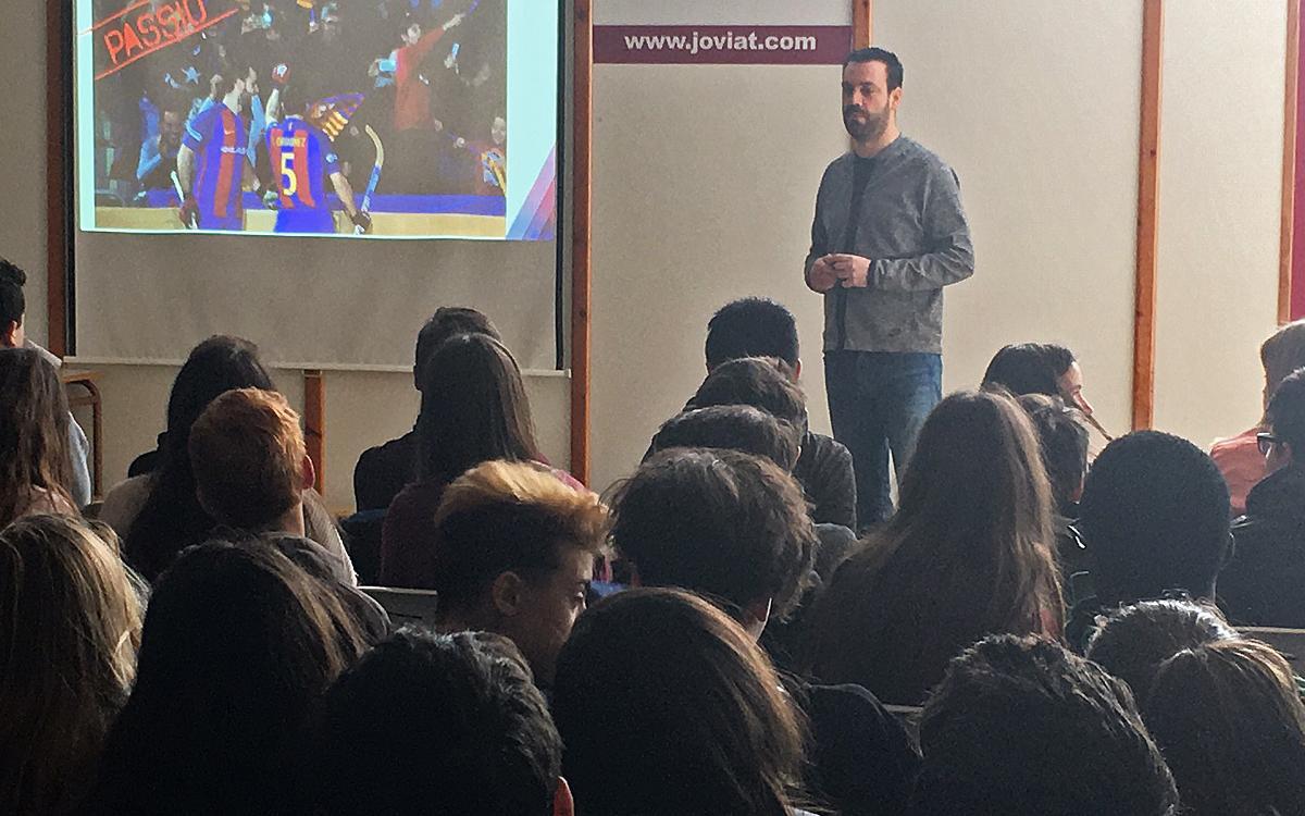 Ricard Muñoz presenta els valors del Barça Lassa a l'escola Joviat de Manresa