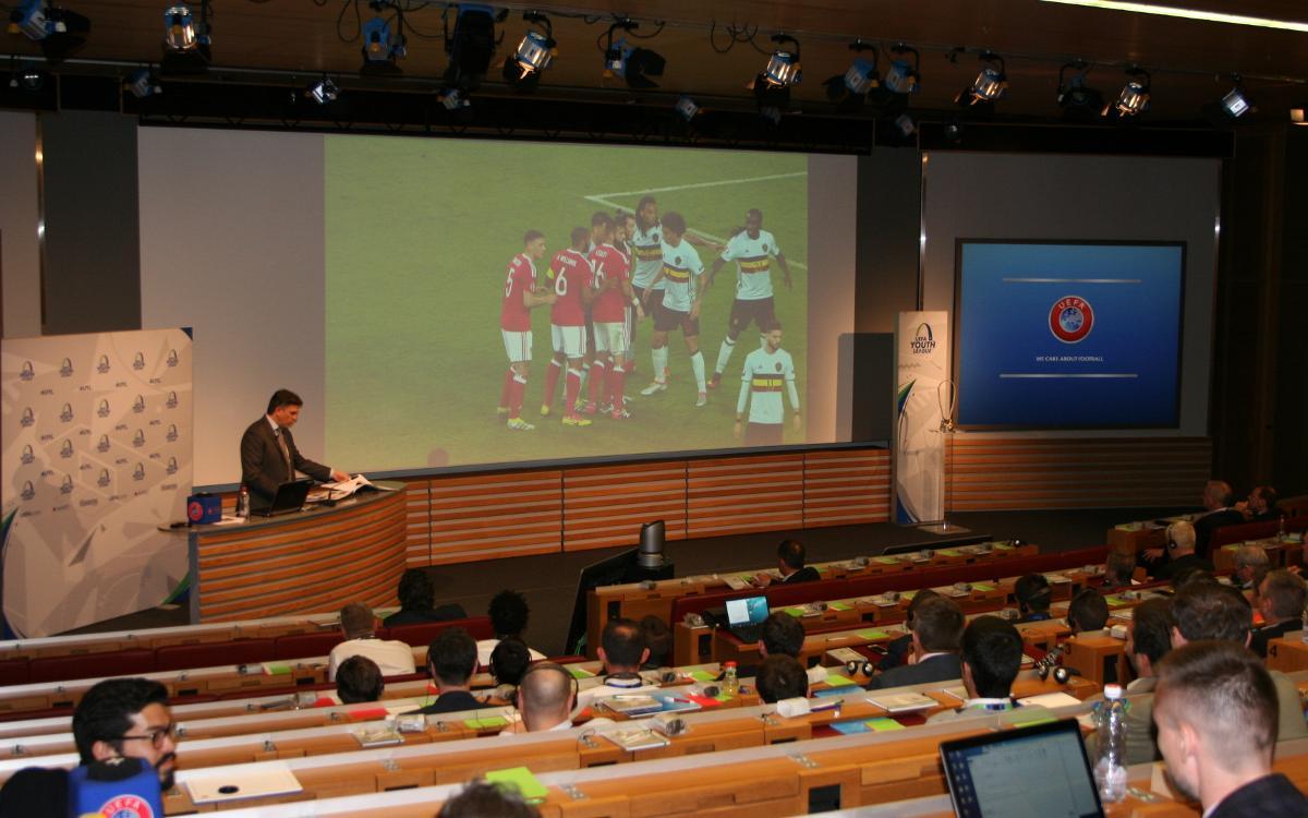 Gabri asiste al I Foro de entrenadores de la UEFA Youth League