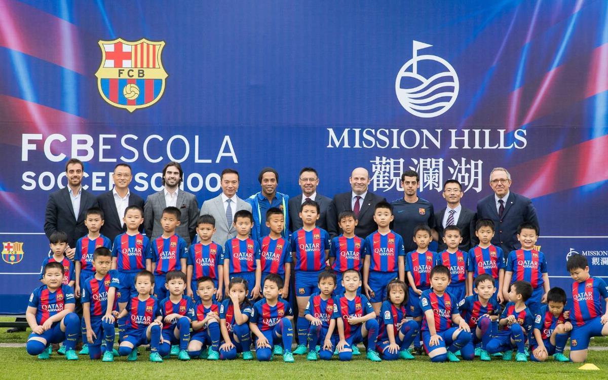L'FCBEscola de Hainan, presentada per Josep Maria Bartomeu i Ronaldinho