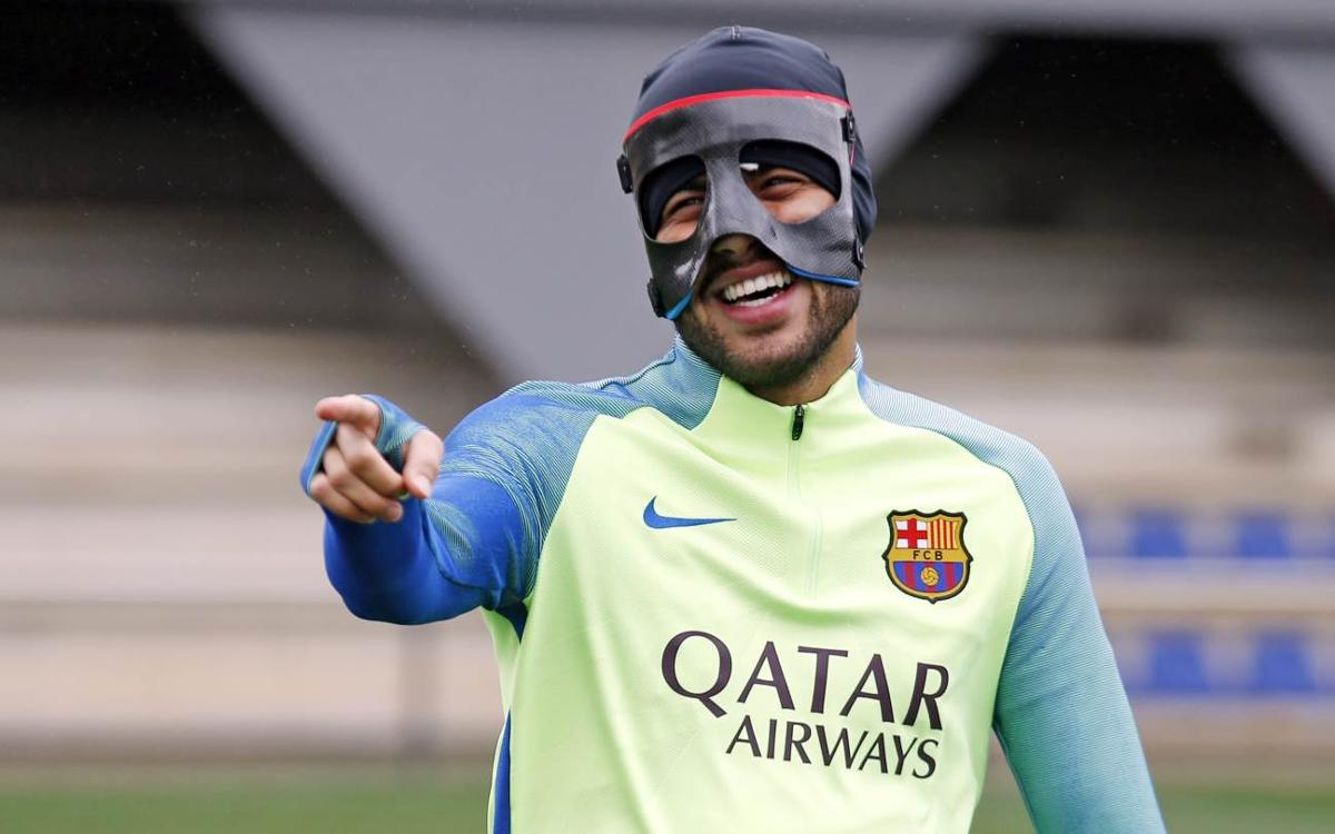 Rafinha declared fit and included in squad for Paris