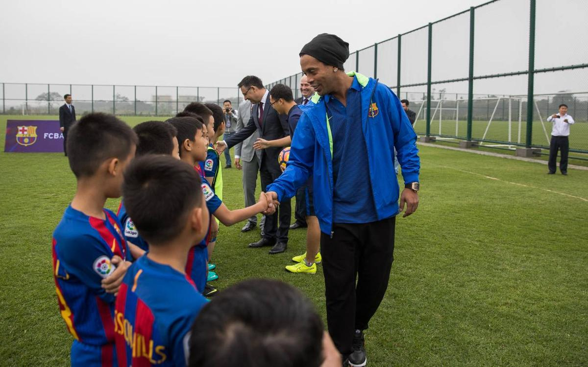 Ronaldinho: FC Barcelona will help Chinese football develop