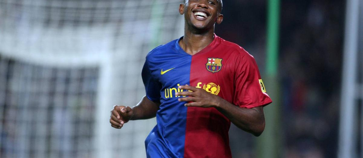 Samuel Eto'o celebrando un gol en su última temporada en el Barça