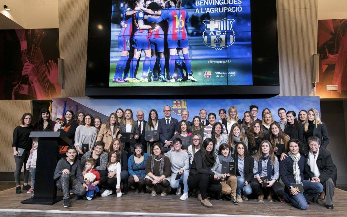Presentació de les jugadores de futbol del Barça com a noves membres de l'Agrupació Barça Jugadors