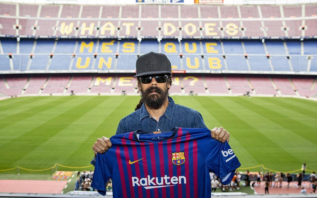 Damian Marley visits the Camp Nou