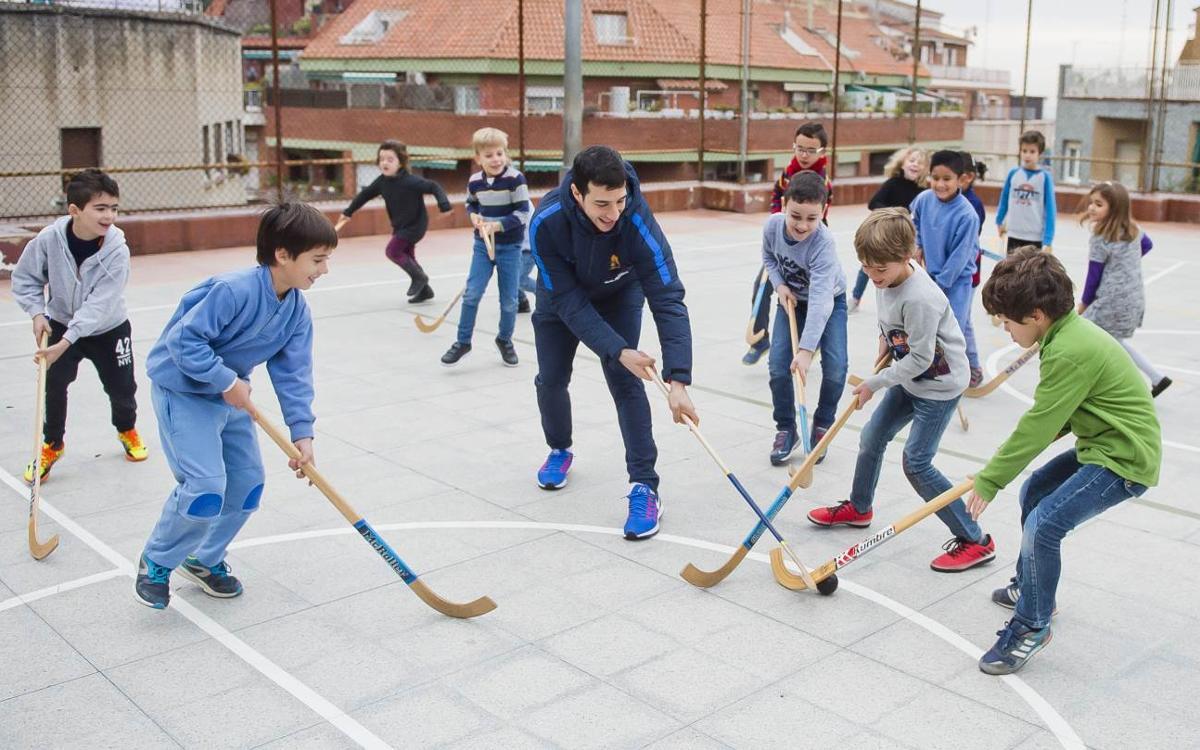 Pablo Álvarez y Lucas Ordoñez muestran su hockey en la Escola del Mar de Barcelona
