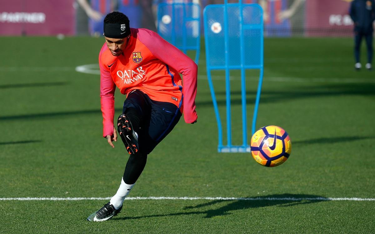Neymar wows teammates in training match