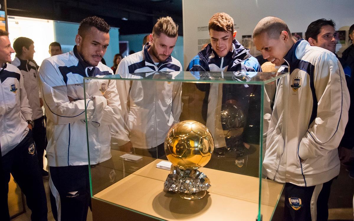 La 'Canarinha' visita el Camp Nou Experience