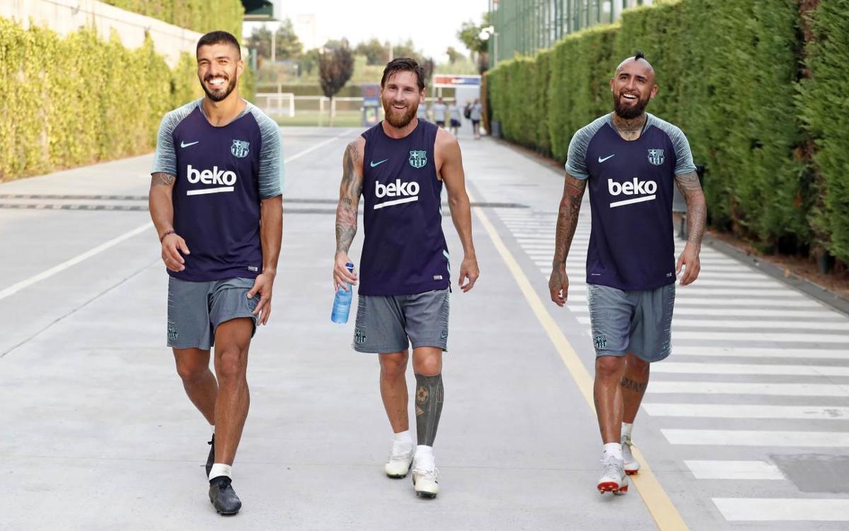 Vidéo - Arturo Vidal rencontre ses nouveaux coéquipiers du FC Barcelone