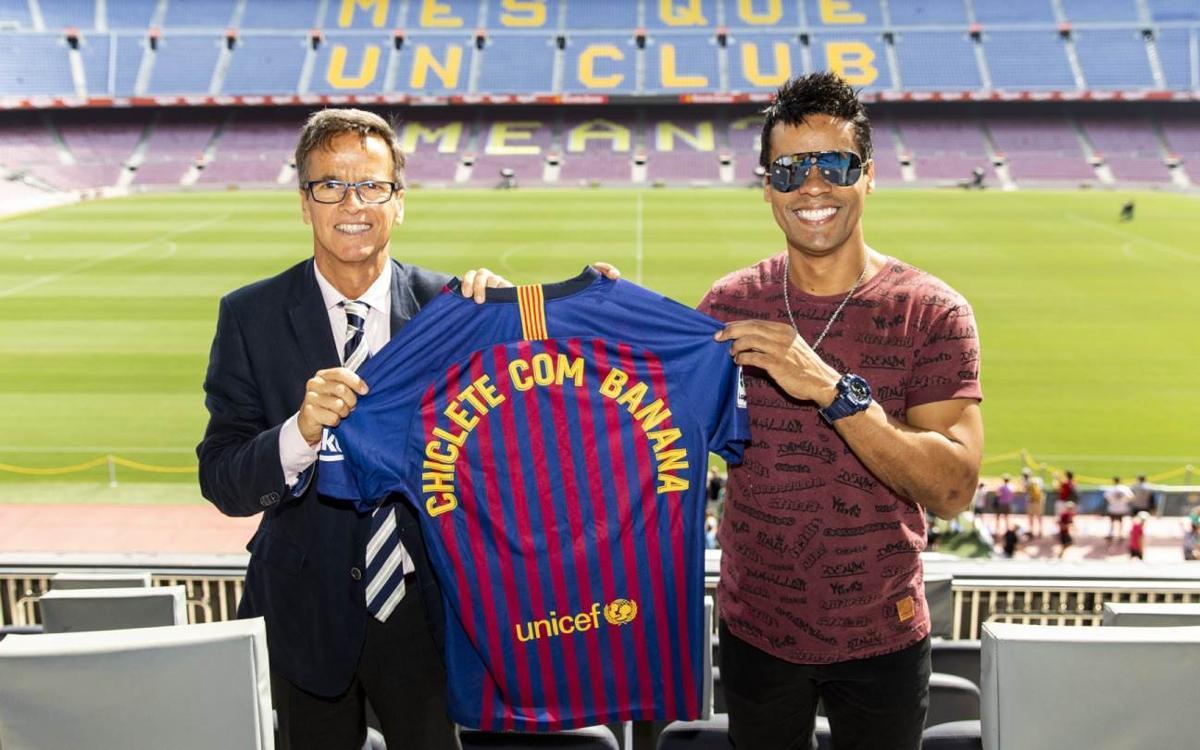 Chiclete com Banana visita el Camp Nou