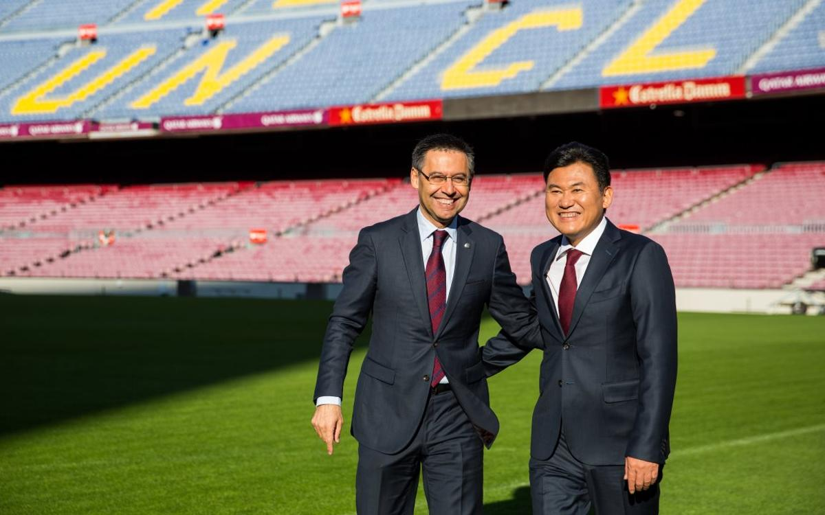 Bartomeu and Mikitani stroll through Camp Nou after announcing new agreement with Rakuten